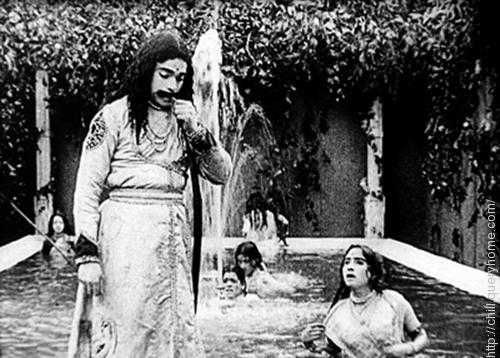 Dattatraya Damodar Dabke was played the leading role in the famous bollywood film Raja Harishchandra