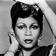 Actress Maya Rudolph is the daughter of famous pop singer Minnie Riperton.